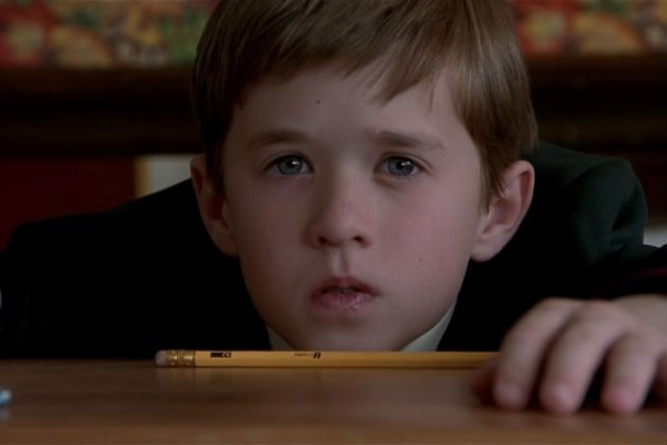 sixth sense cole There is a scene in the sixth sense where tiny cole, played by osment, is squirming on the precipice of his bedroom cole a) desperately needs a wee, but b) sees ghosts, so he is.