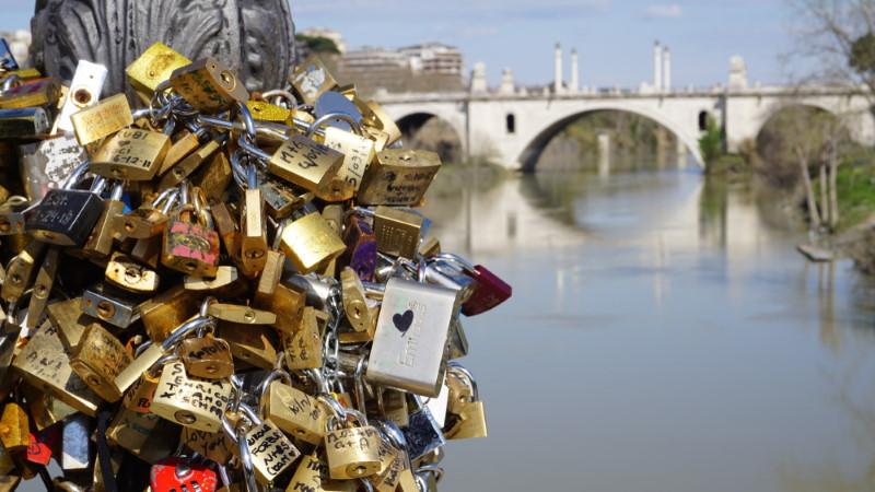 Ponte Milvio -padlocks