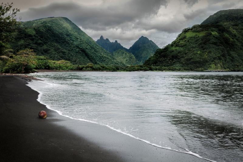 tahiti black beach